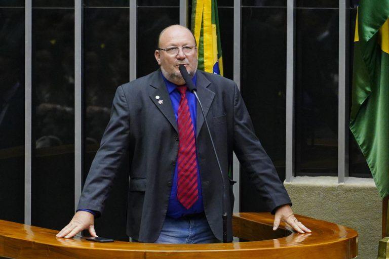 Deputado Joo Campos discursa no Plenrio da Cmara