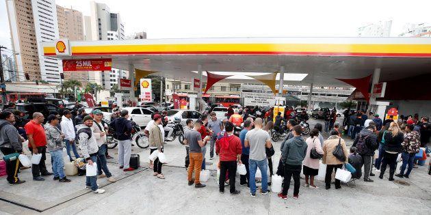 Resultado de imagem para greve gasolina