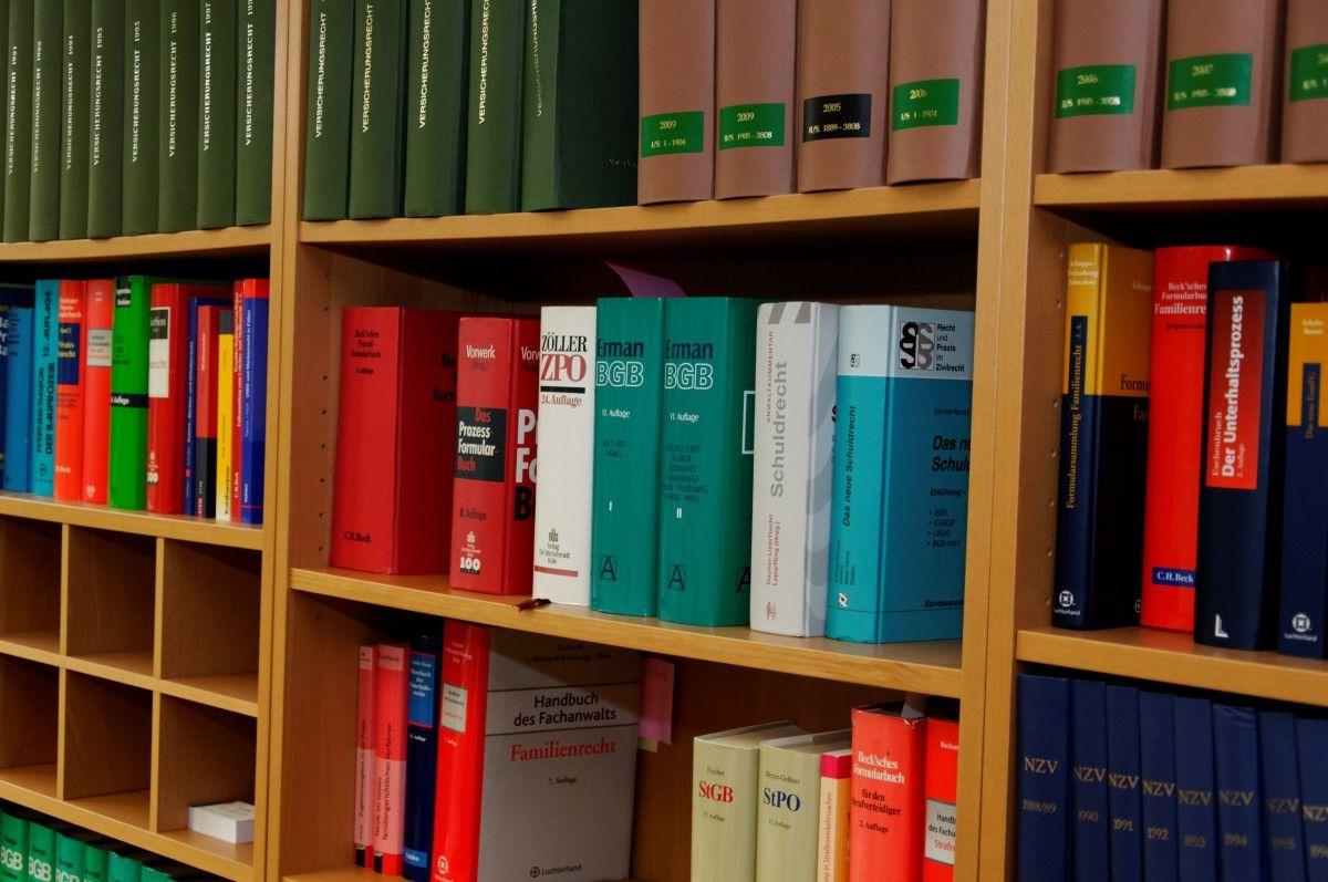 cor estante moblia quarto estante biblioteca prateleiras certo Jura inventrio regulamento advogado Pargrafos Livros de direito escritrio de advocacia Clusula floresta