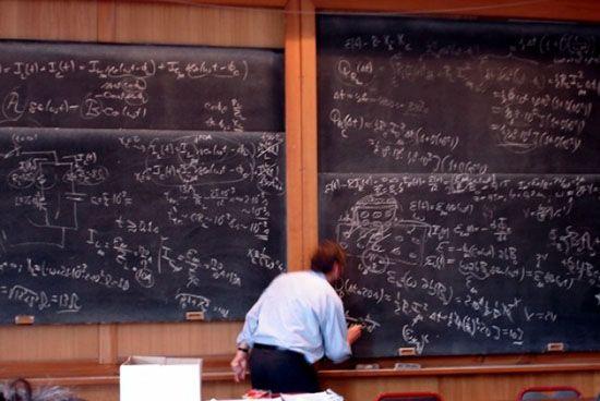 O mestrado profissional abre aos professores novas perspectivas para o ensino de fsica hoje centrado no docente baseado em aulas expositivas e em resoluo de problemas foto infoabrilcombr