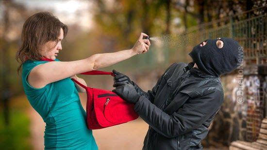 mulheres usar spray pimenta arma choque