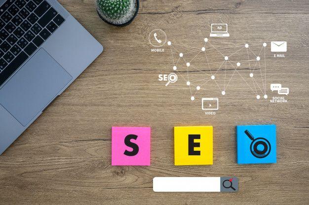 Computador laptop search engine optimizing conceito de tecnologia seo Foto Premium