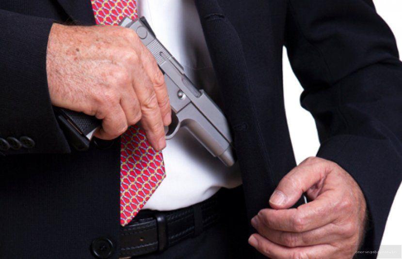 Resultado de imagem para advogado armado
