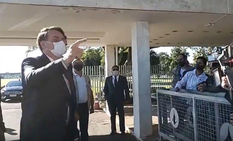 Bolsonaro critica obrigatoriedade do exame da OAB Caa nquel