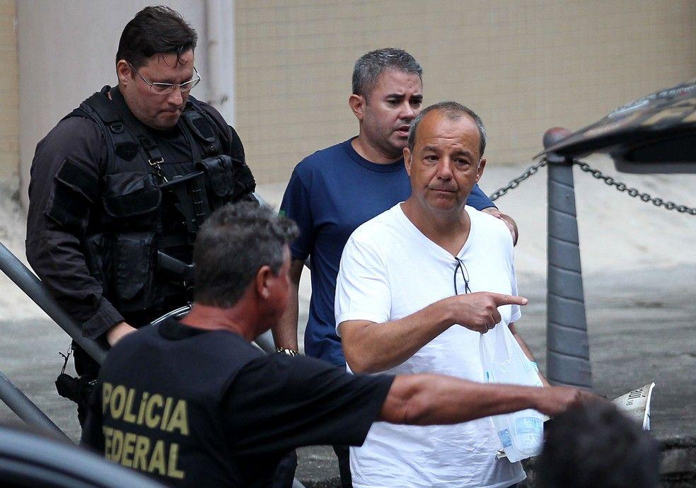 O ex-governador Srgio Cabral conduzido pela PF no dia em que prestou novo depoimento e admitiu esquema de pagamento de propina Foto Wilton JuniorEstado Contedo