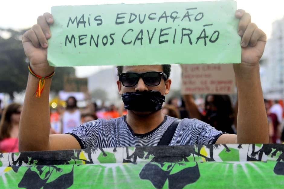 Polcia brasileira uma das que mais mata e mais morre