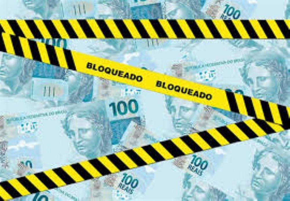 Banco dever indenizar por bloqueio integral em conta corrente