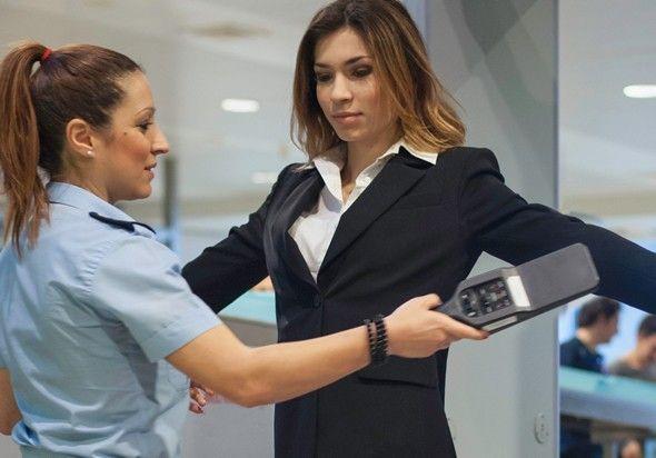 Lei probe revista ntima de mulheres em locais de trabalho