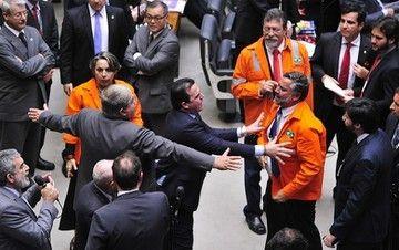 Com votos do PSDB PMDB e DEM deputados comeam a privatizar pr-sal