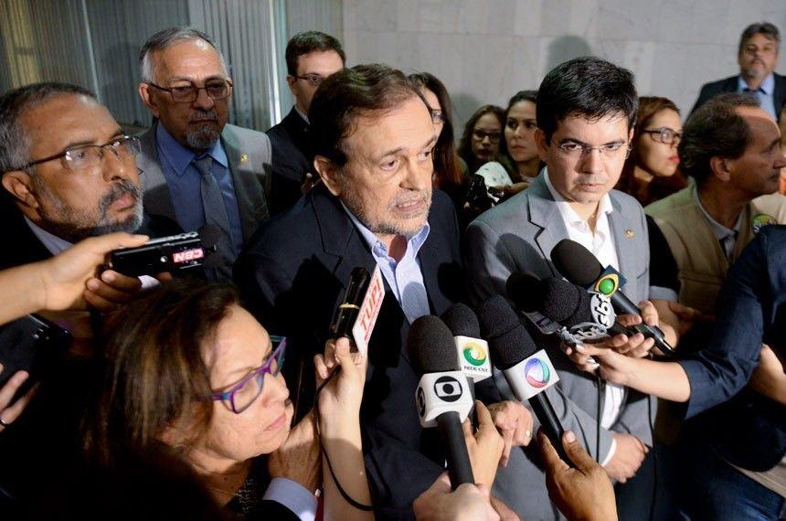 Senadores anunciam PEC por eleies diretas para presidente da Repblica em outubro