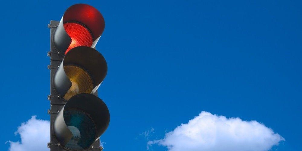 Evite a multa do sinal vermelho